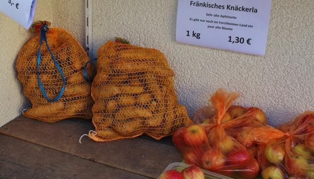 Kartoffeln und Äpfel