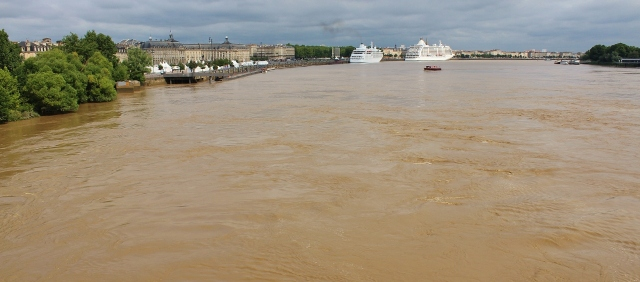 Garonne in Bordeaux